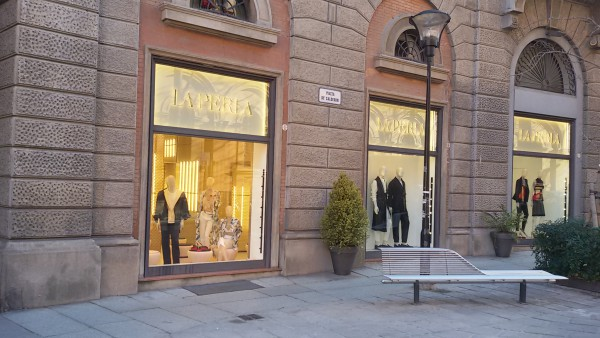 La Perla, il megastore a Bologna, sotto Portico Zambeccari a Bo ...